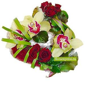 Сердце из орхидей