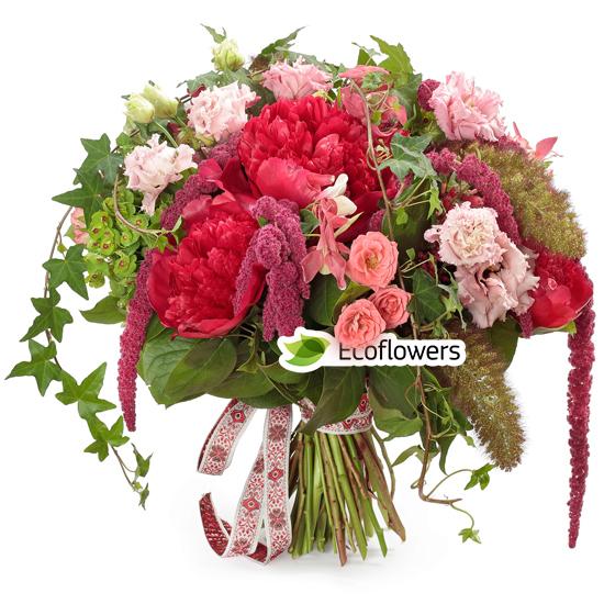 Фото букета: Пионы и розы