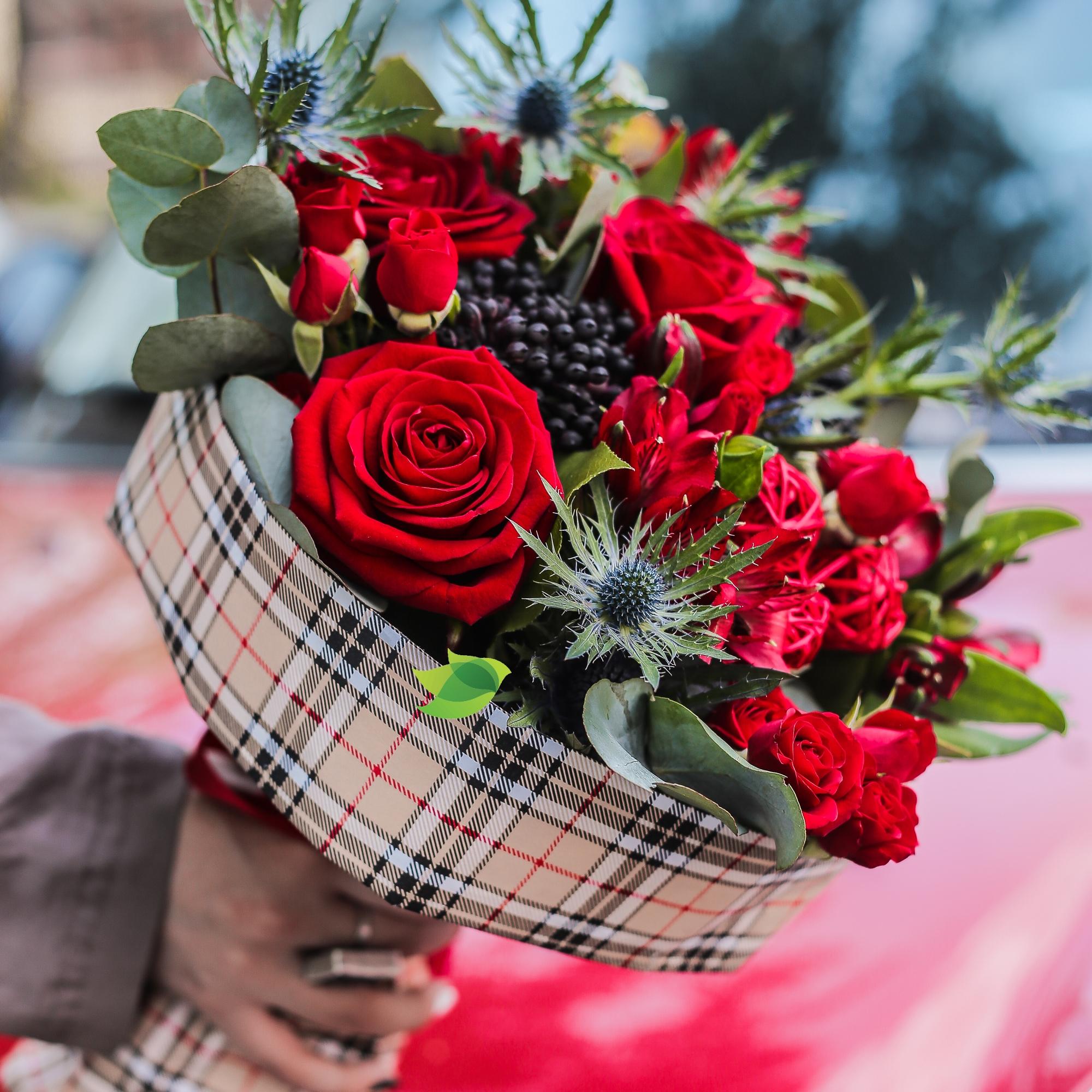 Фото букета: Розы и эрингиум