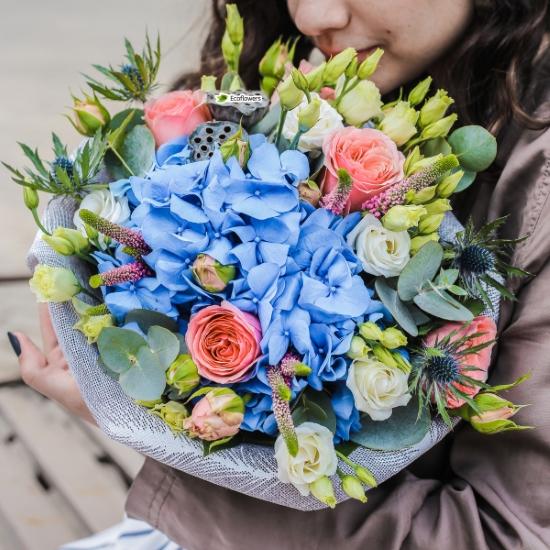 Фото букета: Гортензия и пионовидные розы